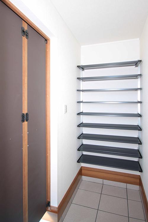 玄関横収納クローゼット
