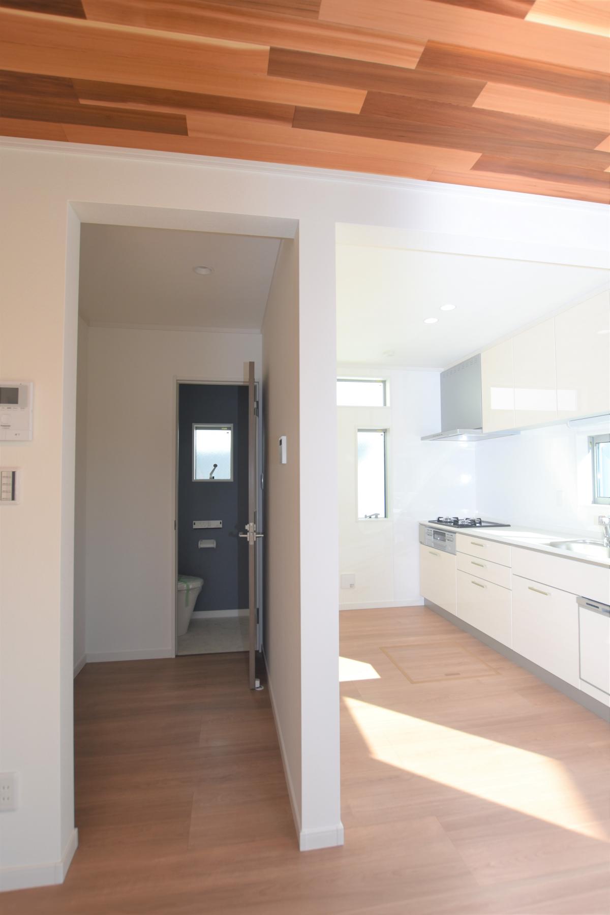 キッチンと収納室
